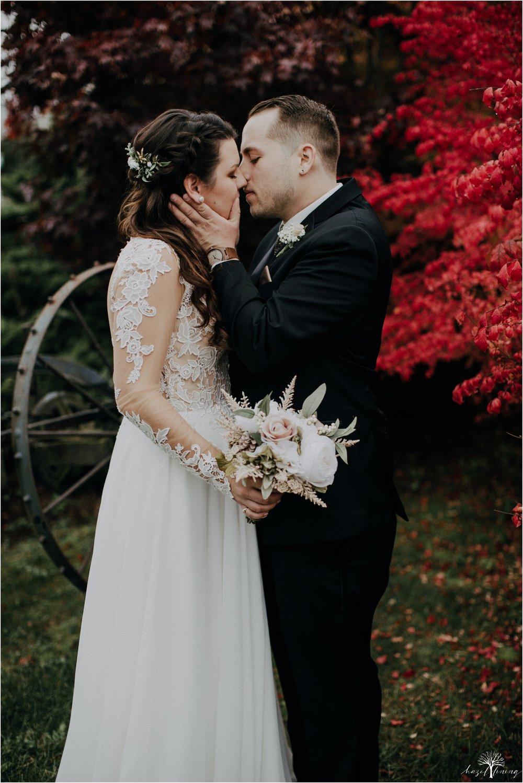 taylor-schloffer-zachary-onulack-la-massaria-at-bella-vista-fall-wedding_0114.jpg