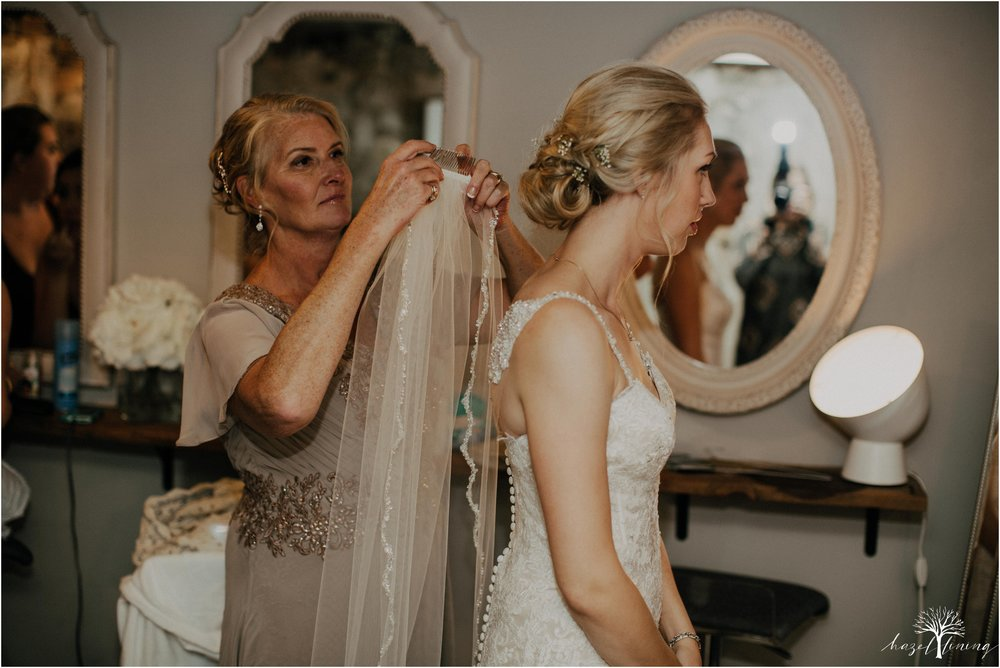 briana-krans-greg-johnston-farm-bakery-and-events-fall-wedding_0017.jpg