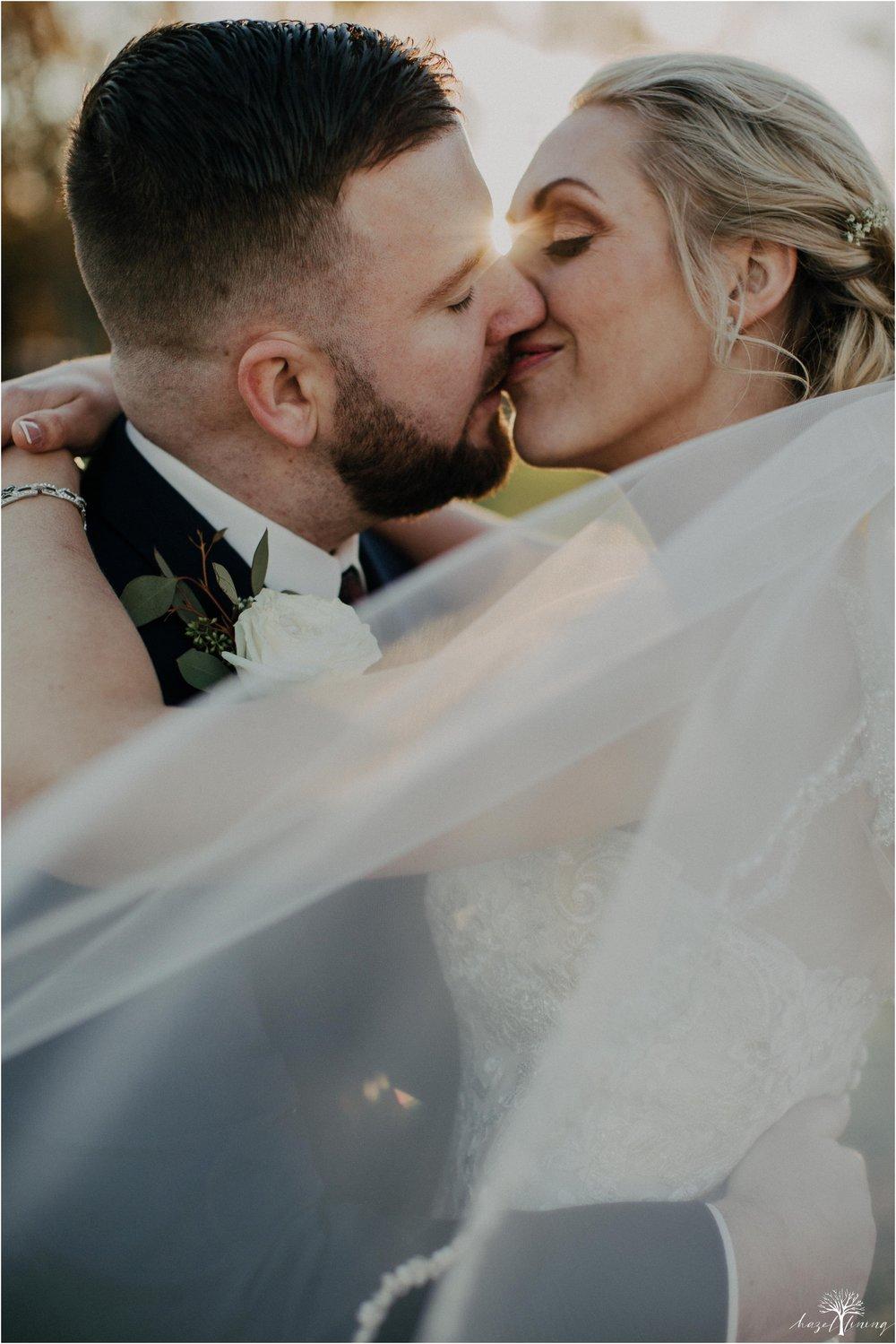briana-krans-greg-johnston-farm-bakery-and-events-fall-wedding_0123.jpg