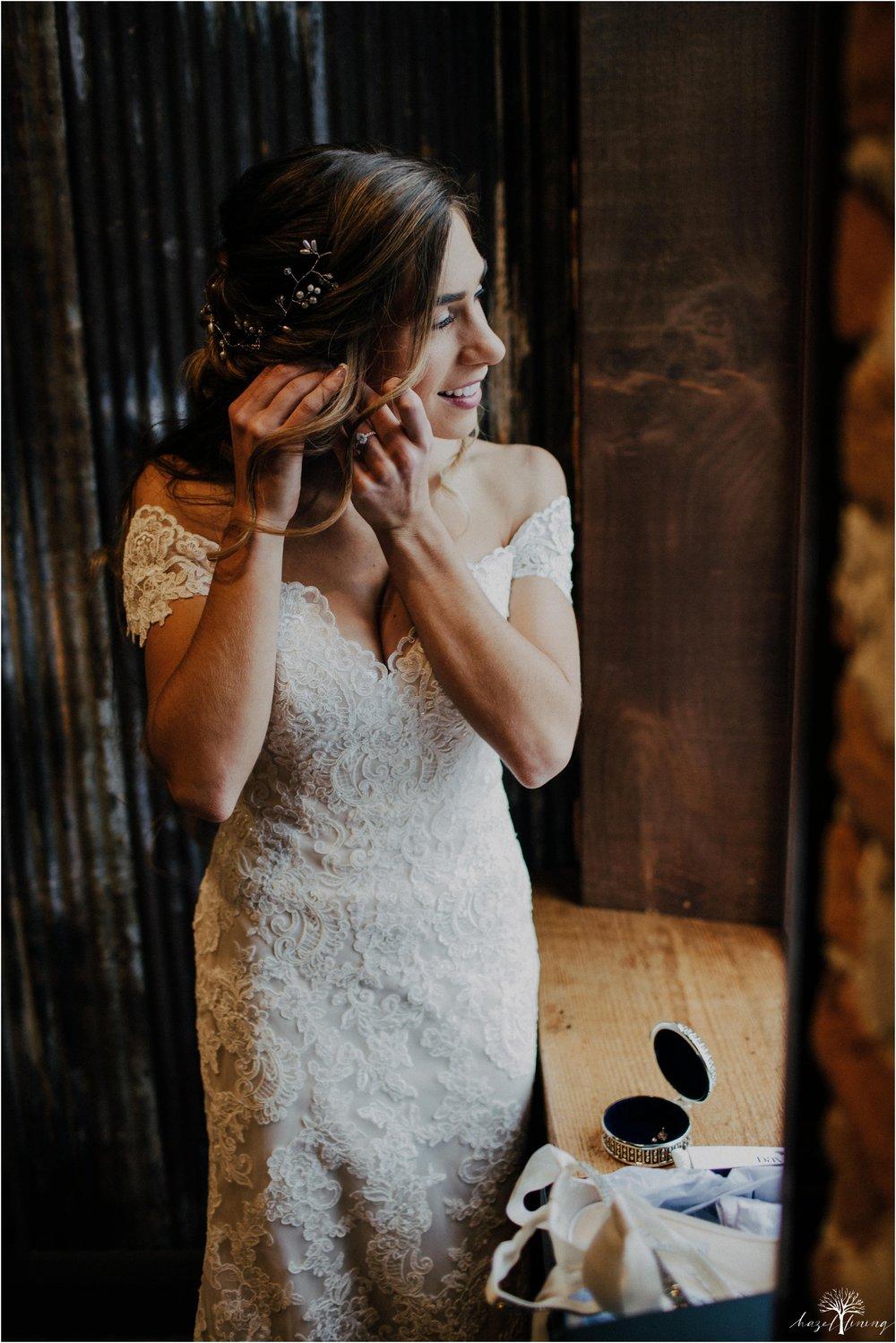 emma-matt-gehringer-the-booking-house-lancaster-manhiem-pennsylvania-winter-wedding_0017.jpg
