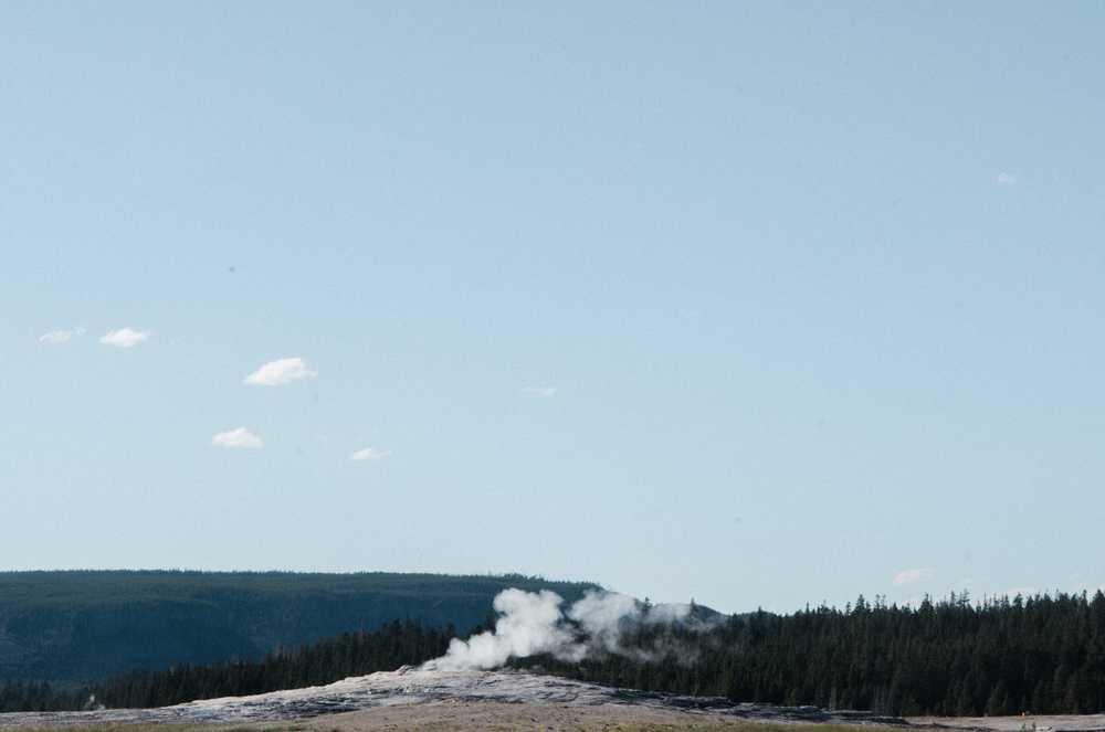yellowstone geiser vacation photo