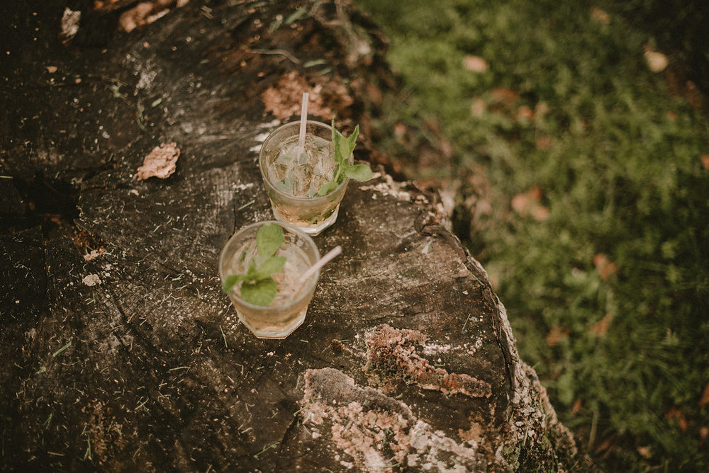 mint juleps at derby-themed wedding