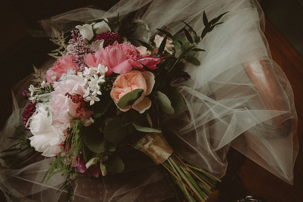 Wedding bouquet and veil