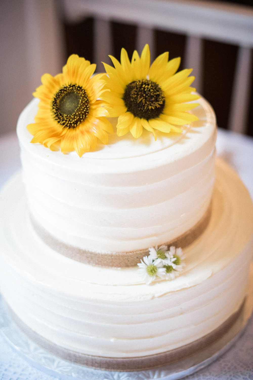 Sunflowers on wedding cake