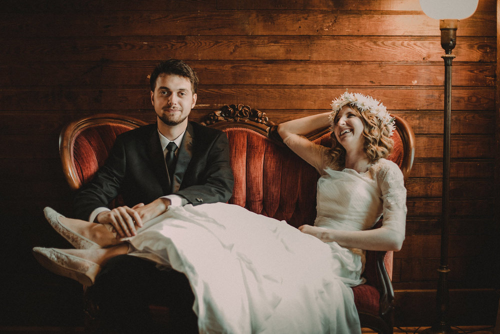 Bridesmaids+surrounding+bride.jpg