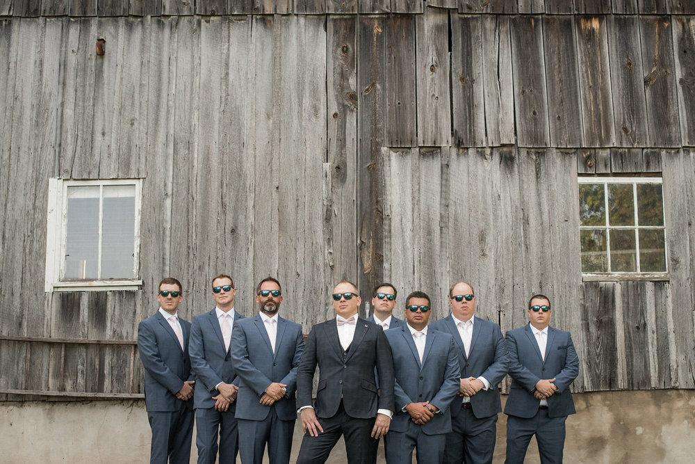 Groom+and+groomsmen+posing+in+front+of+barn.jpg