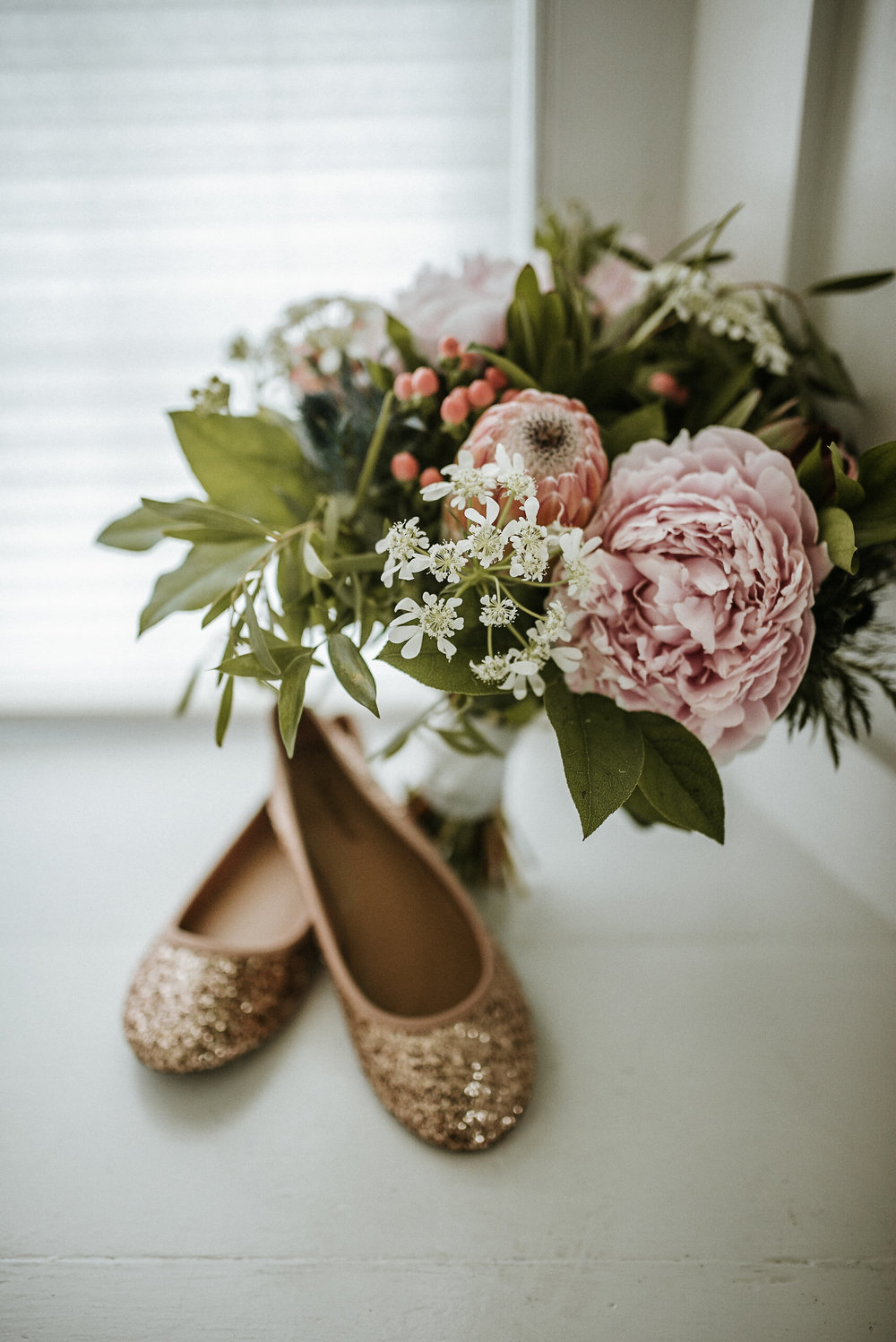 Bride's bouquet and shoes
