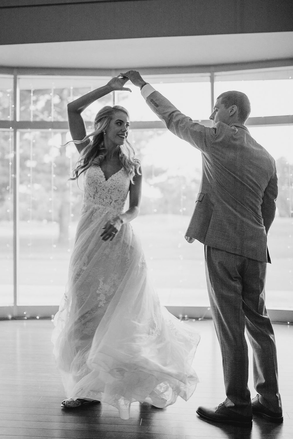 Bride and groom first dance at the woodlands at algonkian