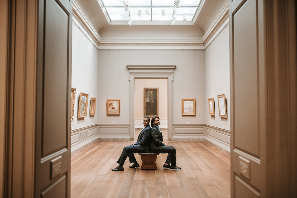 couple posing during an engagement session at the National Portrait Gallery