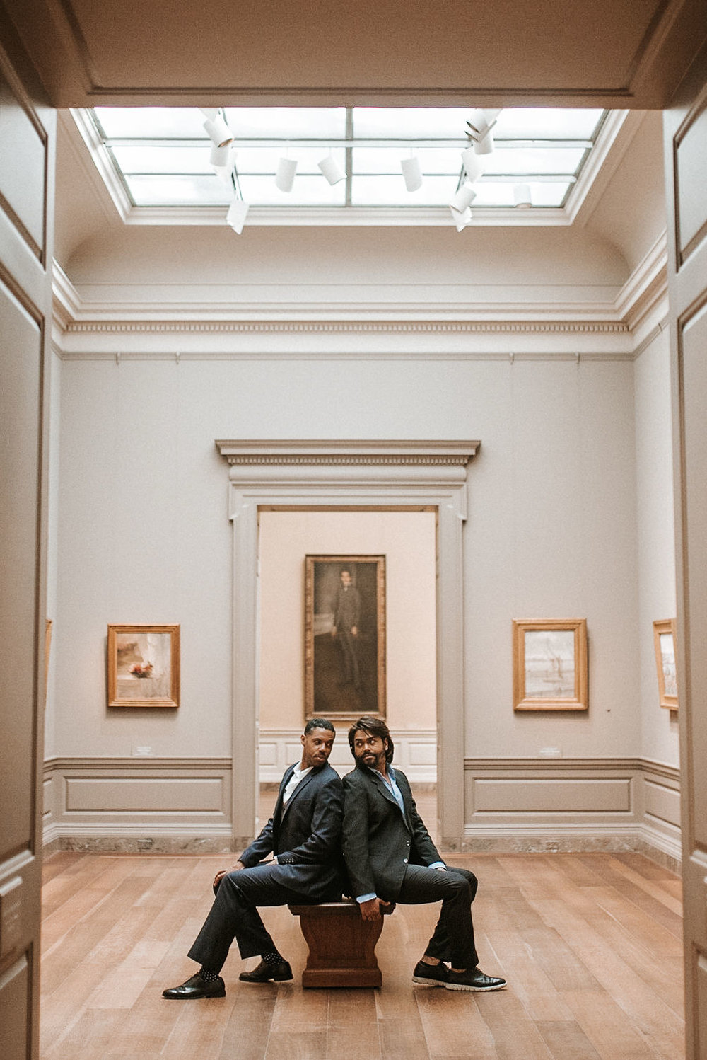 couple posing and looking at each other during an engagement session at the National Portrait Gallery