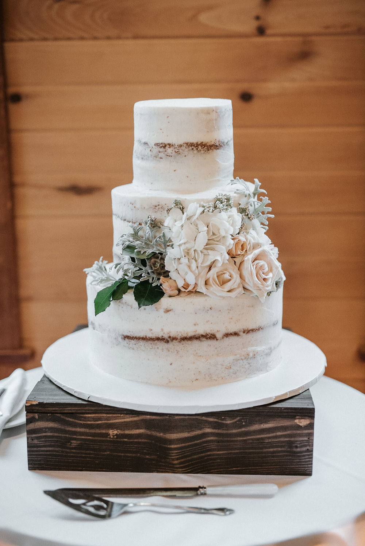 wedding cake detail shot at Linganore Winecellars