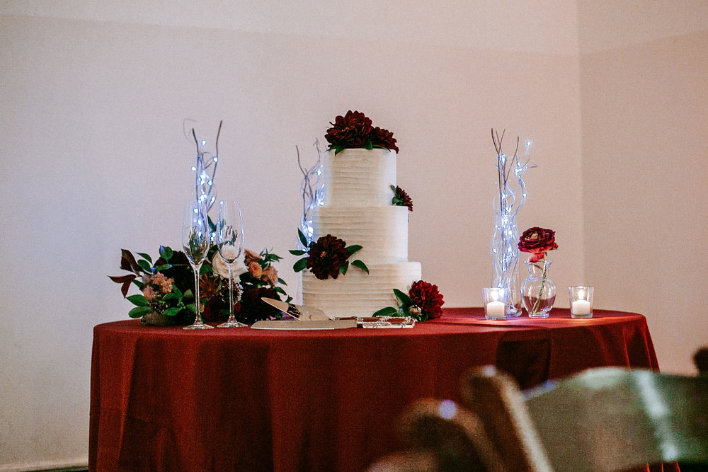 detail shot of wedding cake at The George Washington Masonic National Memorial