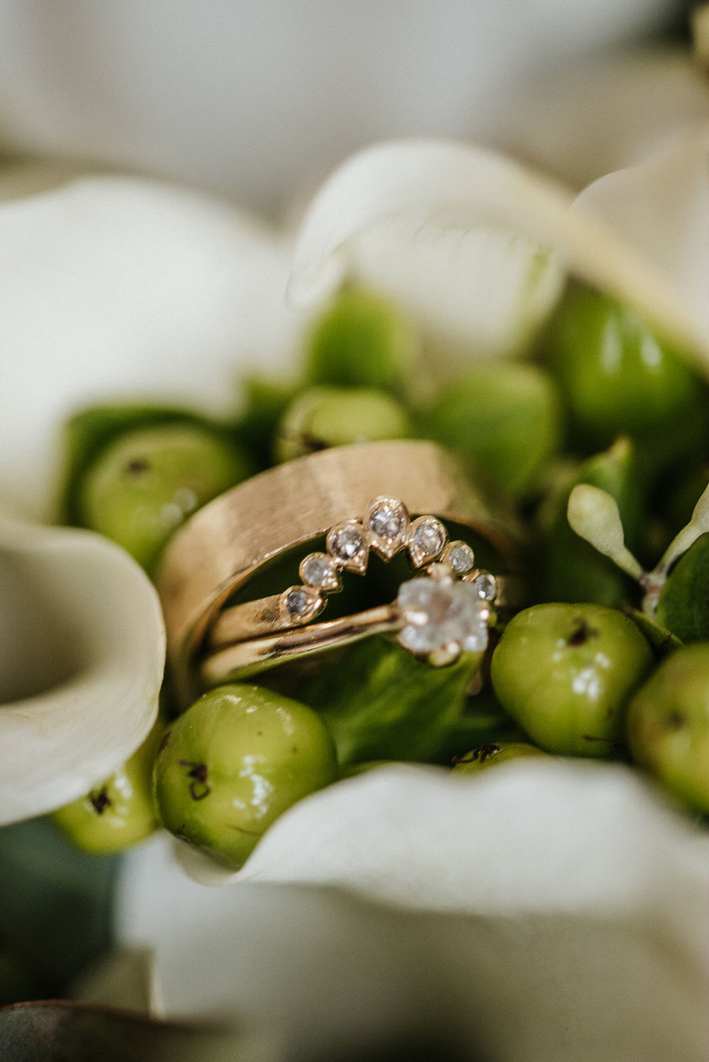 detail shot of weddings rings at the kimpton carlyle hotel