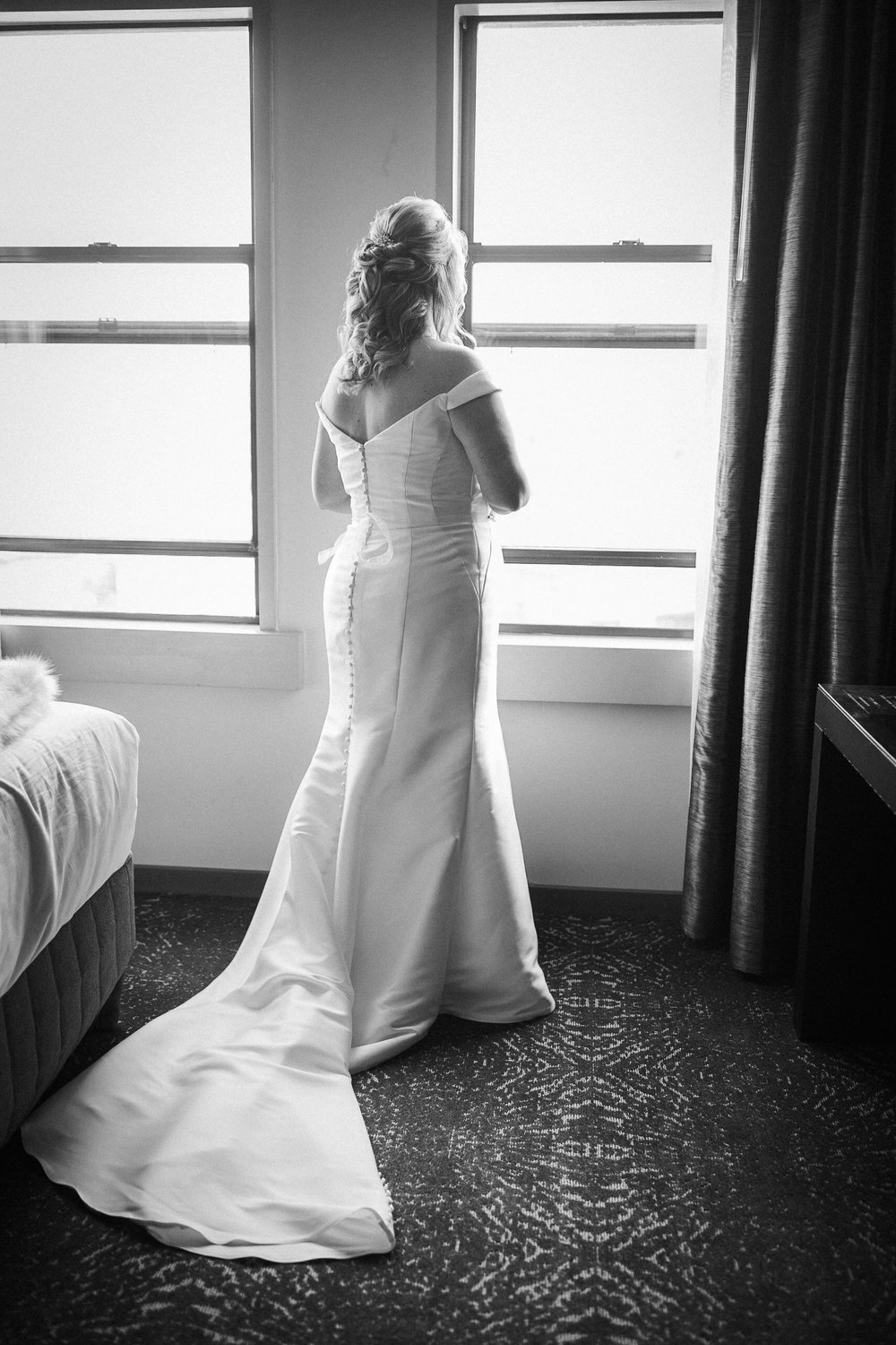 the bride getting ready at the kimpton carlyle hotel