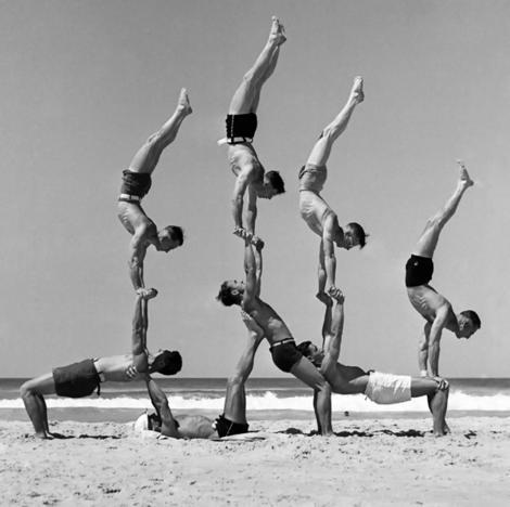 bondi-beach-human-pyramid.jpg