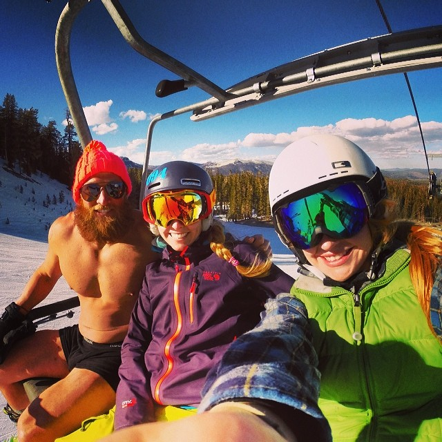 Who you meet in the singles' line... #muscles #partynaked #skinaked #thesinglesline @mammothmountain