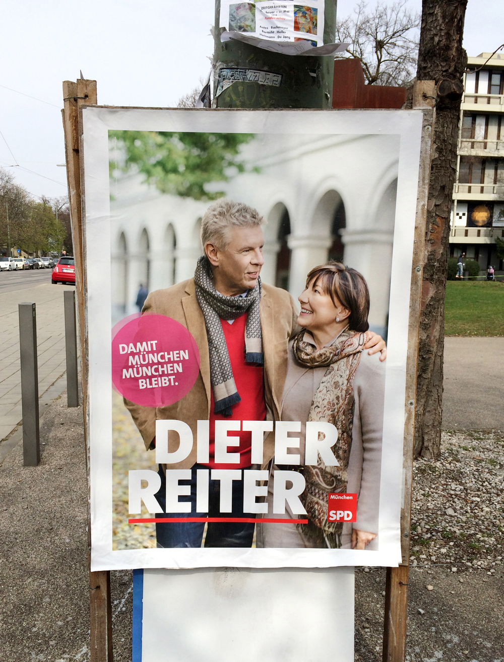 There is an election going on in Munich right now, and there are posters everywhere. Isn't this one beautiful? I think you have to be a fashion model to run for office in Europe :)