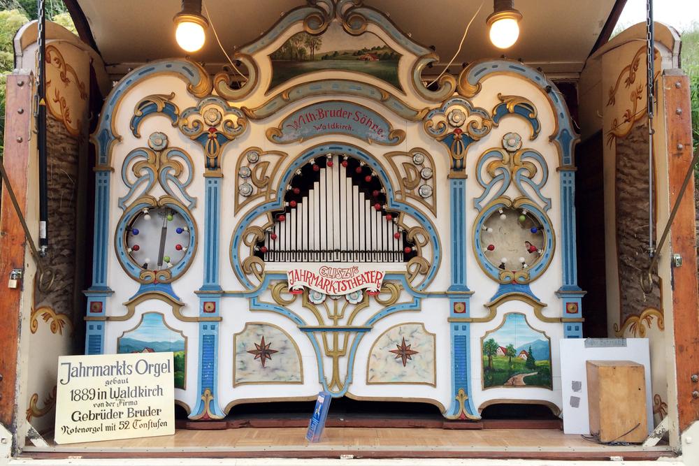 Fun little pipe organ.