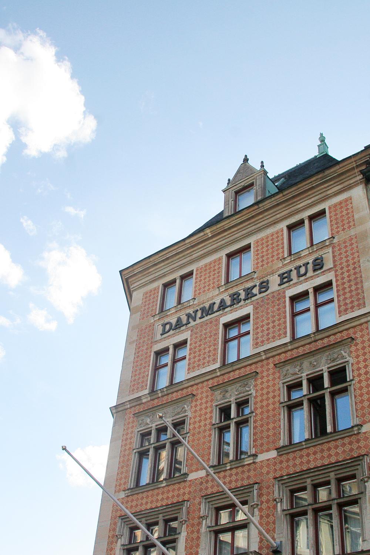 2) Patterned buildings