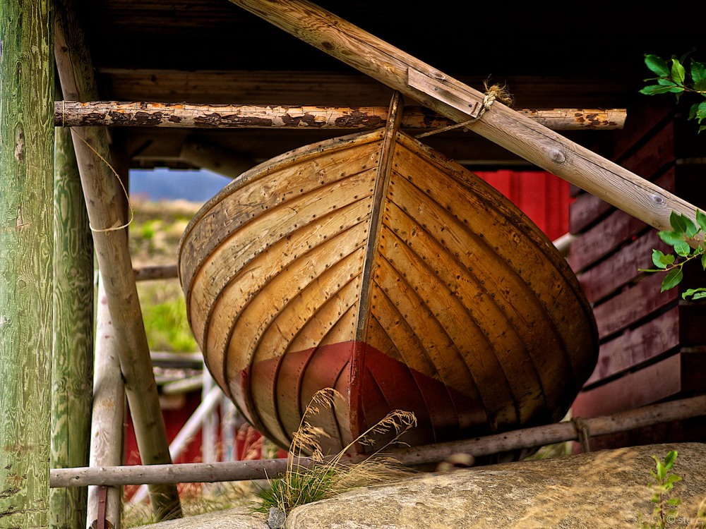 Gorgeous wood work on these rowboats.  Hard to imagine putting out to sea, The North Sea, in these little things.