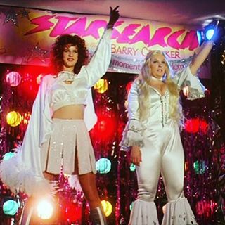 @lfried is on Funny Lady Film Club this week talkin' traumatic ABBA experiences, camp, and  #MurielsWedding!! Link in profile, bbs!
