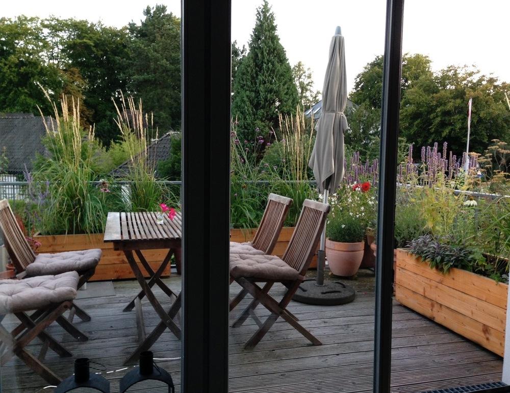 dachterrasse balkon nelka dachterrasse balkon innenhof planung und ausf hrung. Black Bedroom Furniture Sets. Home Design Ideas