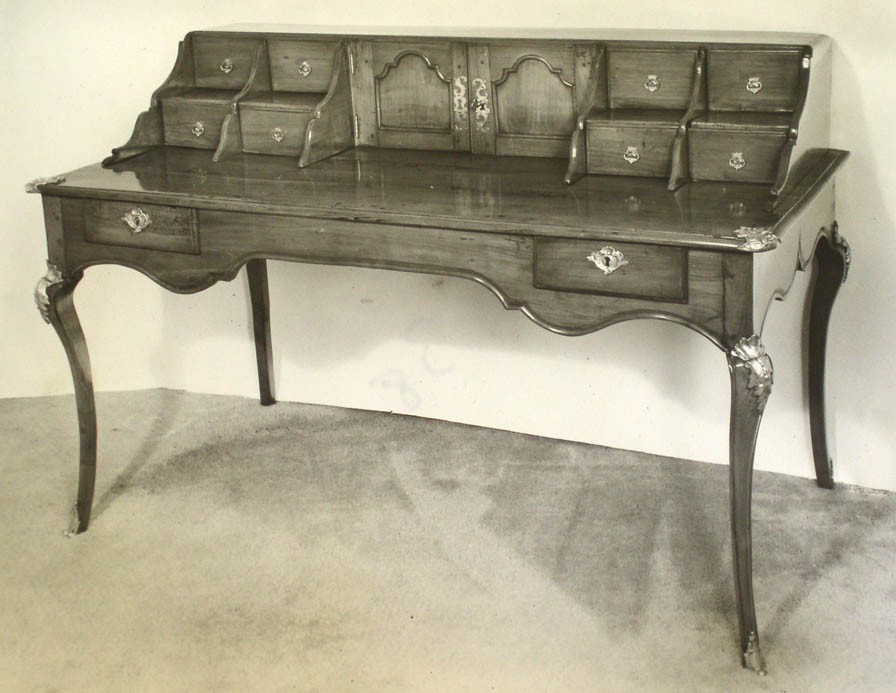 Victoria & Son file image of Desk 38 model