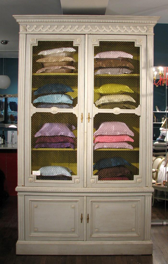 Victoria & Son Louis XVI style Bookcase floor model R650