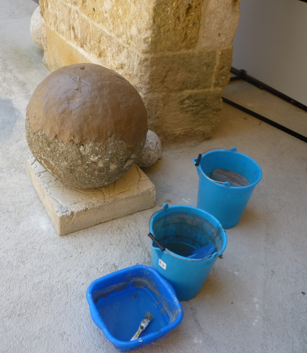 Process: Casting cannonballs in the Castle of Otranto courtyard.
