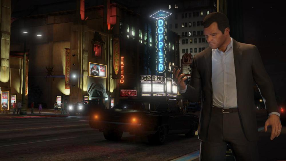 Much like in real-life you will walk around staring mindlessly into your phone and hypnotized by the Internet in Grand Theft Auto V.