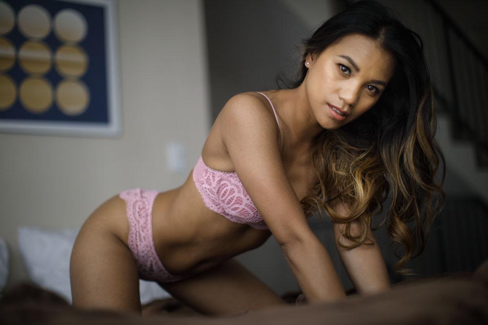confident boudoir pictures
