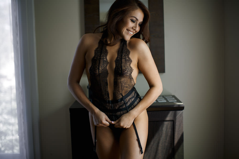 one piece lingerie and smiles in this los angeles boudoir photo shoot