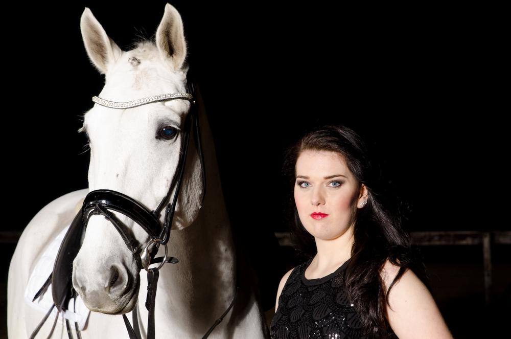 LR_modelshoot_Christa_buitenserie_paard-3.jpg