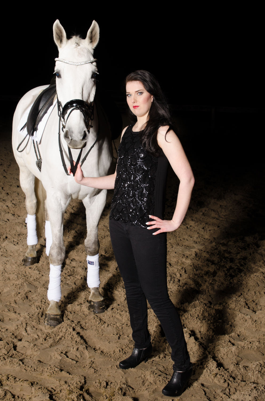 LR_modelshoot_Christa_buitenserie_paard-4.jpg
