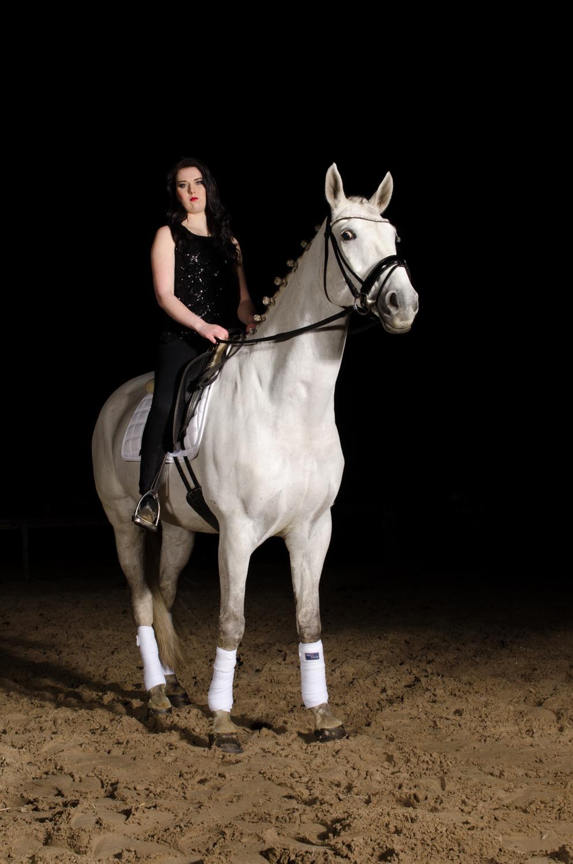 LR_modelshoot_Christa_buitenserie_paard-5.jpg