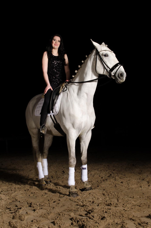 LR_modelshoot_Christa_buitenserie_paard-7.jpg