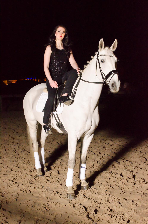 LR_modelshoot_Christa_buitenserie_paard-9.jpg