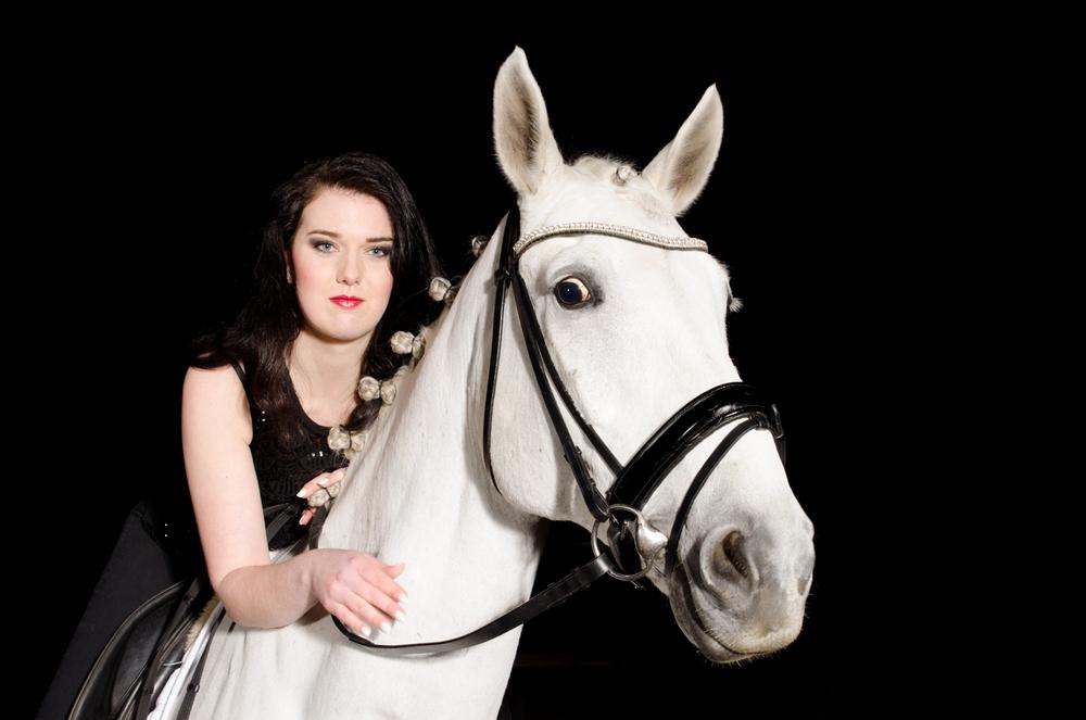 LR_modelshoot_Christa_buitenserie_paard-27.jpg