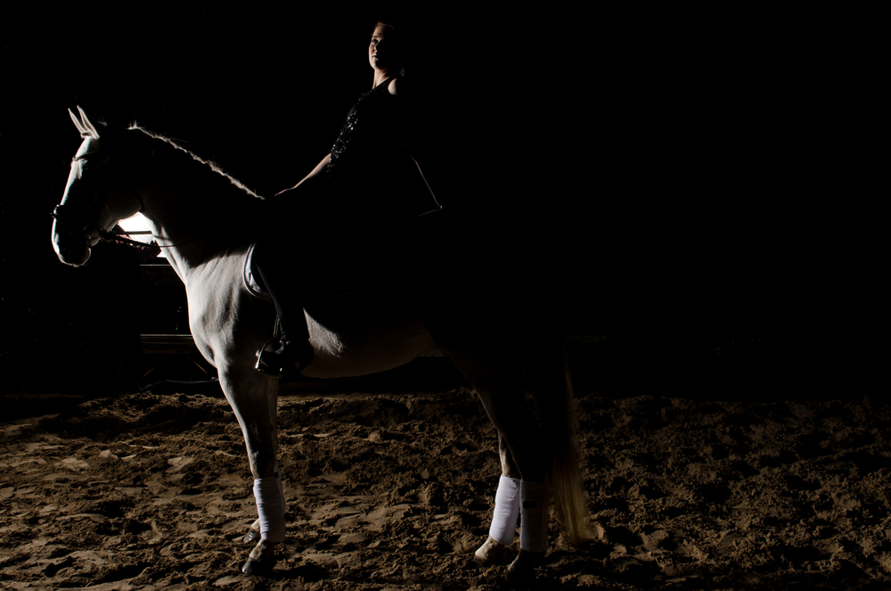 LR_modelshoot_Christa_buitenserie_paard-36.jpg