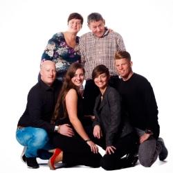 Familie voor de witte achtergrond