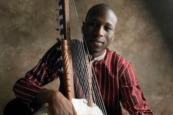 Born into the great line of Kouyate Griots in southern Senegal, Kadialy plays original songs inspired by his traditional repertoire in duo with multi-instrumentalist Fred Thomas, whose broad output ranges from Bach to jazz and contemporary classical compositions.