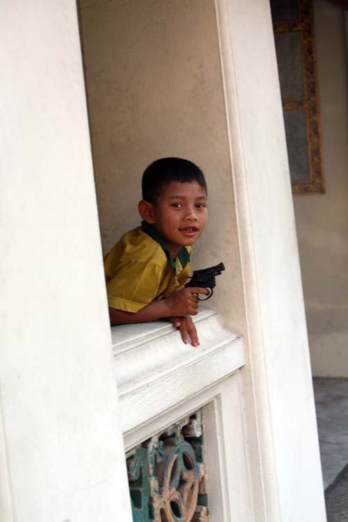 BKK-kid-with-a-gun-enzo-dal-verme.jpg