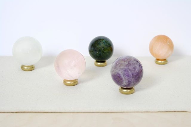 New Moon in Aries tonight 🌑 Use our Crystal Spheres to set your new intentions and call new energies into your space 💫