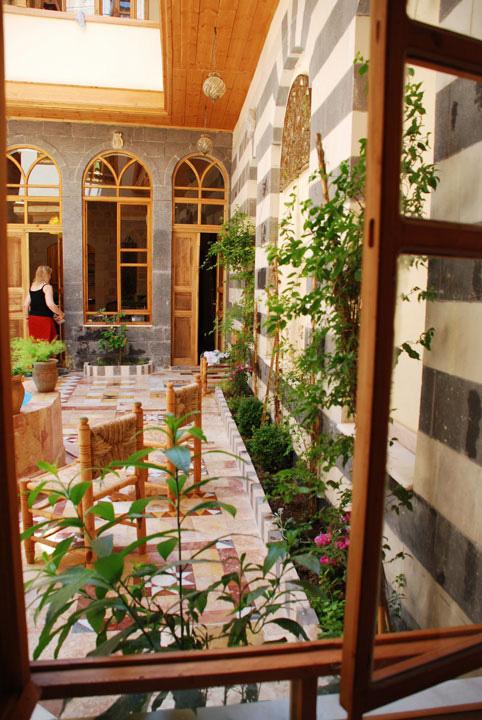 1damascus-rennaisance-courtyard-day-liwan.jpg