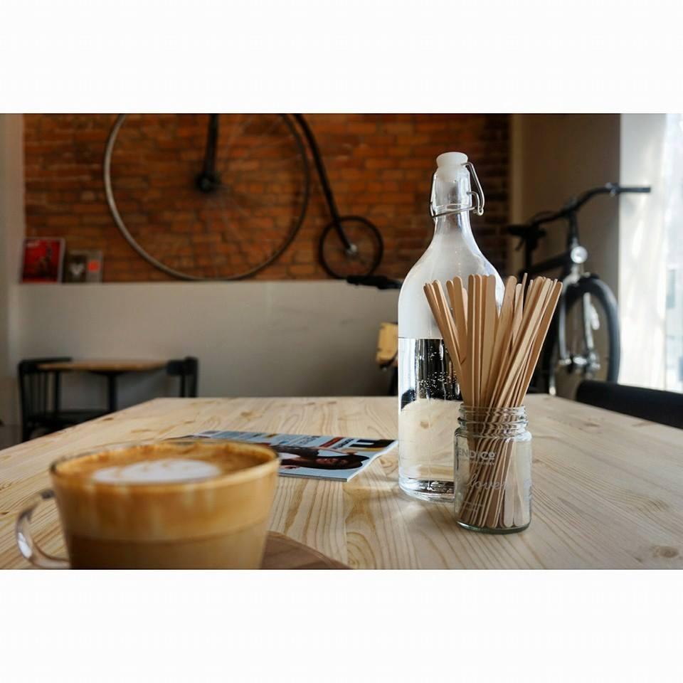 montreal-bicycle-cafe-bikeshop-magasin-de-velo-vanmoof-dealer