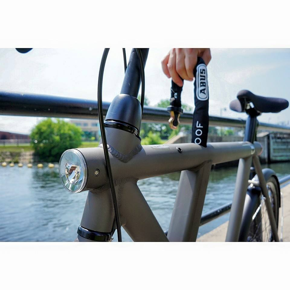 Vanmoof S5 with built in chain at Lachine Canal in Montreal