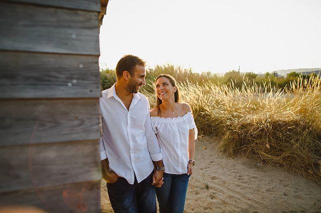 Vamos lá começar essa semana.www.joaomakesphotos.com  #engagement #engagementphotoshoot #couplegoals #sunsetlovers #engagementphotoshootinPortugal #bridetobe #groomtobe