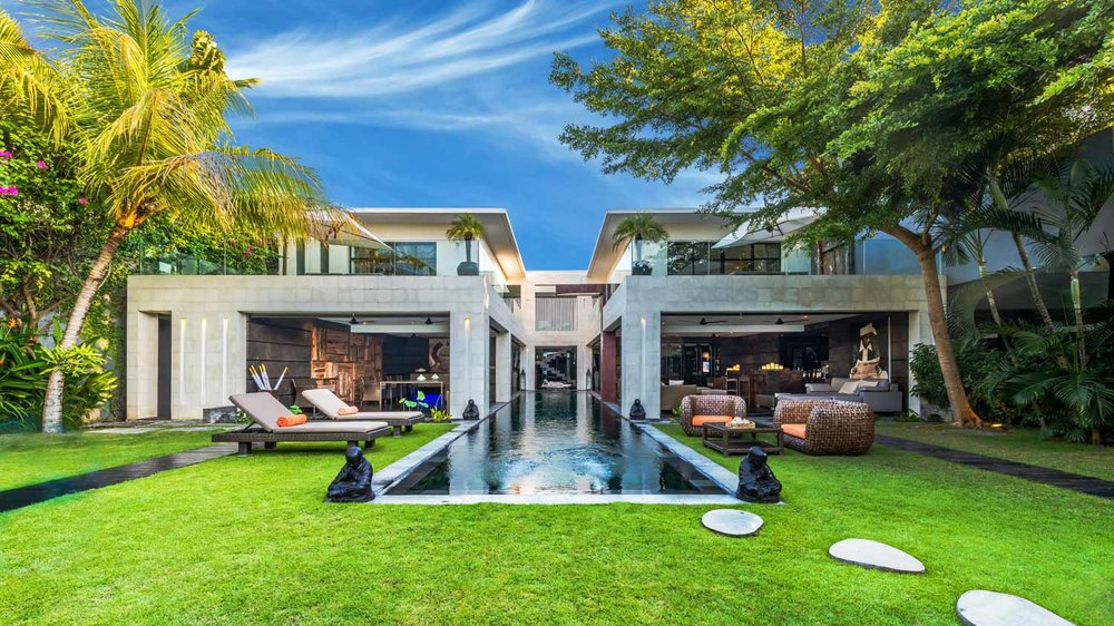 villa-casa-hannah-bali-seminyak-5-bedrooms-house-rent-design-swimmingpool-graden-day.jpg