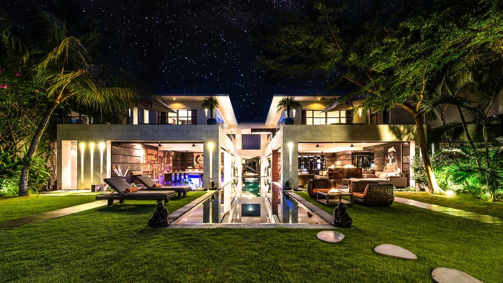 villa-casa-hannah-bali-seminyak-5-bedrooms-house-rent-design-swimmingpool-graden-night-candles.jpg