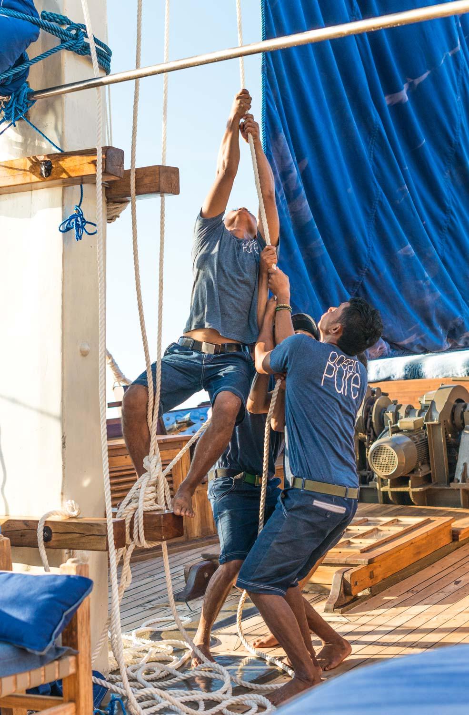 Ocean-Pure-staff-equipage-sailing-komodo.jpg